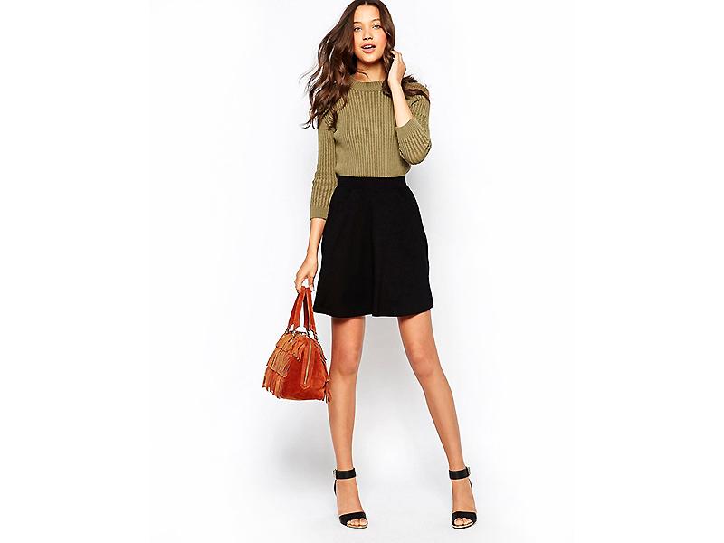 9422358efd7 Такая юбка в черном цвете поможет разнообразить гардероб бизнес-леди или  поклонницы стиля ретро. Если подобрать правильные аксессуары