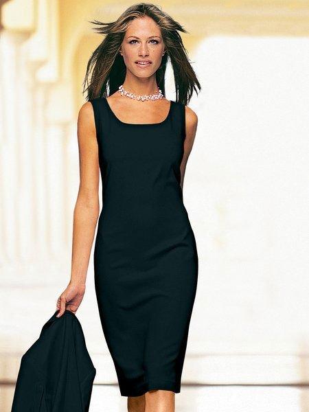 f9ff25445 Платье-футляр, как бы это непривычно ни звучало, подходит одинаково для  стройных и для полных представительниц прекрасного пола.